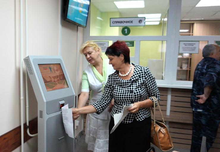 Doc22.ru Инфомат в Краевой клинической больнице упрощает получение талона к врачу. Фото КГБУЗ «Краевая клиническая больница»