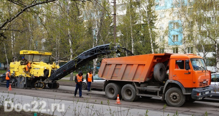Doc22.ru В Барнауле полным ходом идут ремонтные работы на городских магистралях.