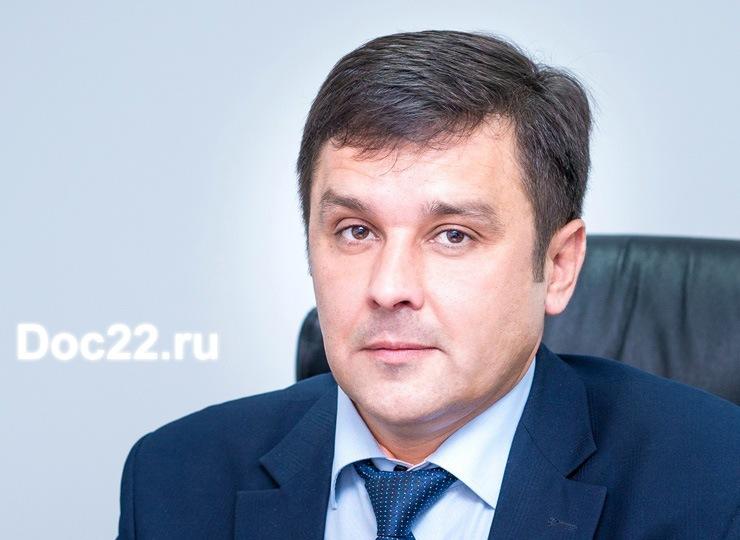 Doc22.ru Дмитрий Коровин: До конца октября все работы, связанные с реализацией проекта «Безопасные и качественные дороги», будут завершены в полном объеме. Фото из архива Doc22