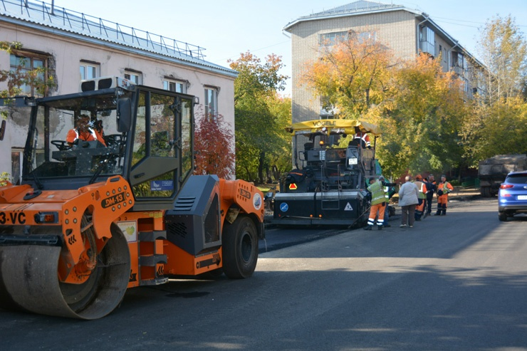 Doc22.ru Барнауле в этом году отремонтировали 72 км дорог, установили 2 транспортных и 9 пешеходных светофоров, 740 пешеходных ограждающих конструкций. Фото пресс-службы администрации Барнаула